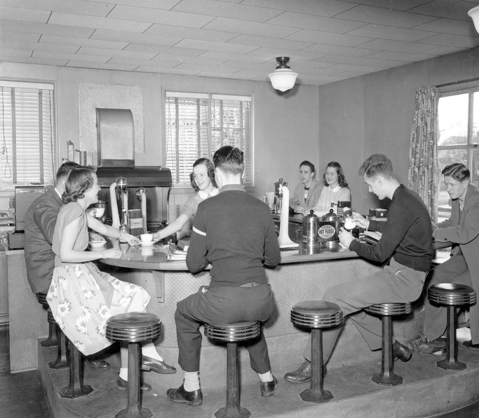 A popular soda fountain was located in the southeast corner of the first floor.